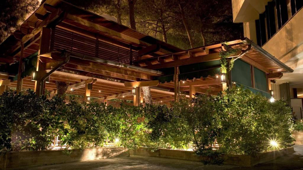 Ristorante-Pizzeria-Braceria-Pappa-Reale-Rome-smoking-room-veranda