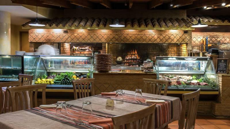 Hotel-La-Giocca-Roma-Pappa-Reale-tables